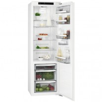 AEG Mastery SKE818E9ZC vestavná chladnička, nízkoteplotní zásuvka, pevné panty